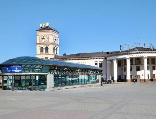 На Вокзальной площади киевского вокзала демонтировали 35 МАФов и установили видеокамеры