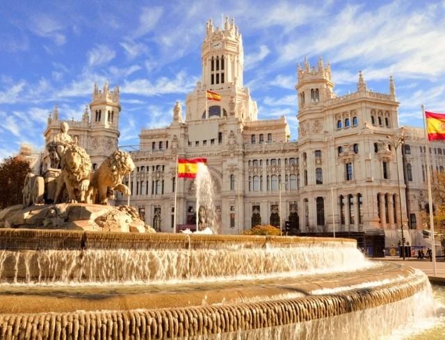 Испания отменяет обязательный карантин для иностранных туристов