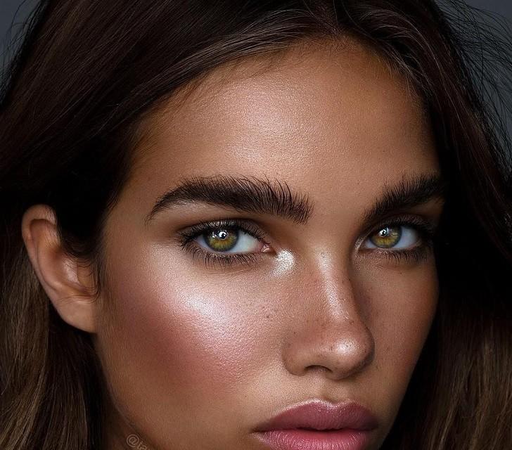 Естественные брови, стрелки, влажные губы: тренды в зимнем макияже 2020 - галерея №1 - фото №2