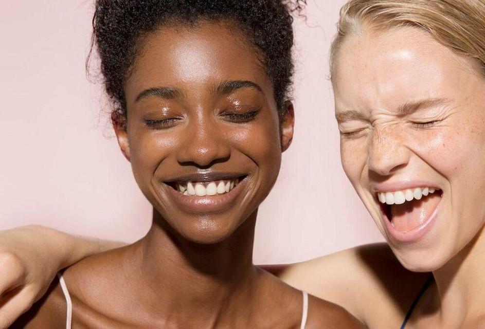 Естественные брови, стрелки, влажные губы: тренды в зимнем макияже 2020 - галерея №5 - фото №3