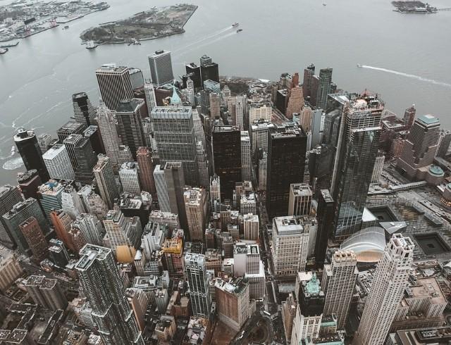 Толпы в метро и футбол на крыше: как проходит карантин в Нью-Йорке
