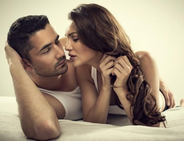 как сильно возбудить парня при поцелуе