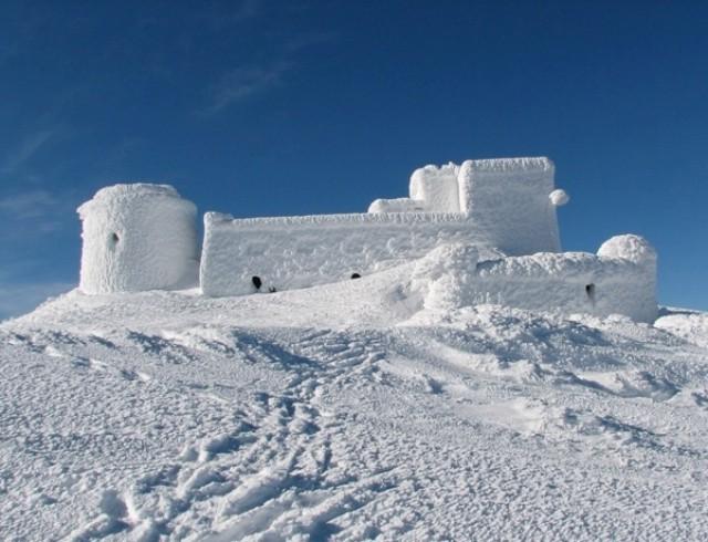 Зима в мае? В Карпатах уже выпало полметра снега (ФОТО)